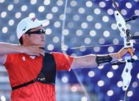 Takaharu Furukawa, winner of the bronze medal in the men's individual archery competition at the Tokyo Olympics competes at Yumenoshima Park Archery Field on July 31, 2021. (Mainichi/Naotsune Umemura)
