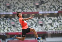 Yuki Hashioka of Japan competes in the men's long jump final at the Tokyo Olympics on Aug. 2, 2021, at the National Stadium in Tokyo. (Mainichi/Rei Kubo)