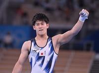 Japan's Daiki Hashimoto celebrates after performing in the horizontal bar final of the men's artistic gymnastics competition at the Tokyo Olympics, at Ariake Gymnastics Centre on Aug. 3, 2021, in Tokyo. (Mainichi/Toshiki Miyama)