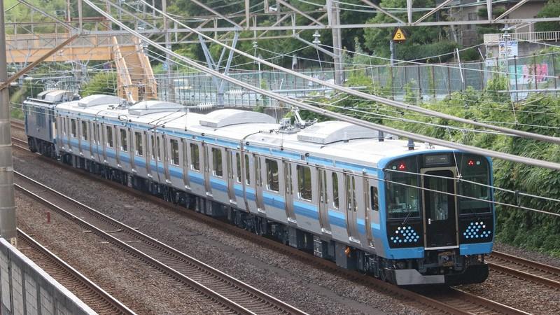 国府津車両センターへ向かう完成したばかりの相模線用E131系