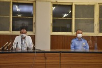 Hyogo Prefectural Police officers announce the suspect's arrest in a news conference in Kobe's Kita Ward on Aug. 4, 2021. (Mainichi/Ai Murata)