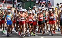 Athletes compete in the men's 20-kilometer racewalking event of the Tokyo Summer Olympics at Sapporo Odori Park in Sapporo on Aug. 5, 2021. (Mainichi/Taichi Kaizuka)
