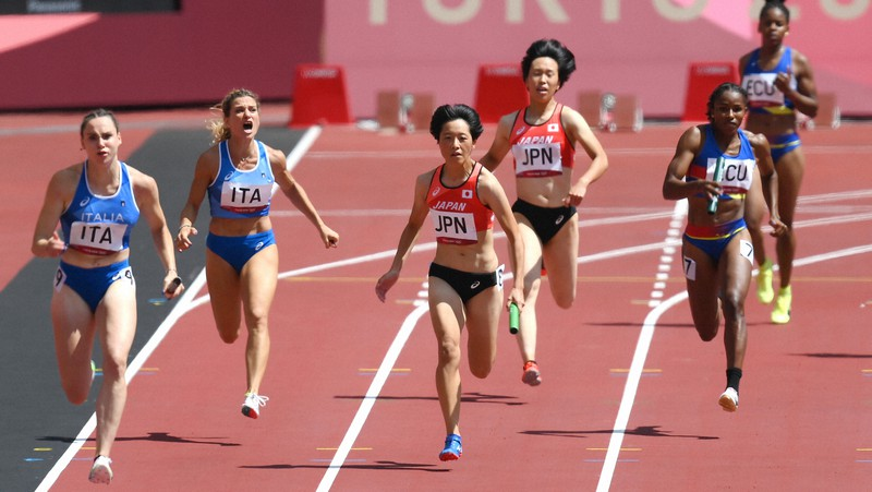 東京オリンピックでは各国の女性選手の活躍が目立った。メディアはどう伝えたのか=国立競技場で2021年8月5日、久保玲撮影