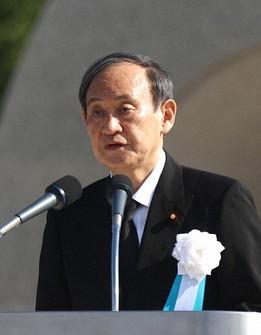 Japanese Prime Minister Yoshihide Suga delivers a speech at a ceremony marking the 76th anniversary of the U.S. atomic bombing of Hiroshima, at Hiroshima Peace Memorial Park in Hiroshima, on Aug. 6, 2021. (Mainichi/Kenji Ikai)