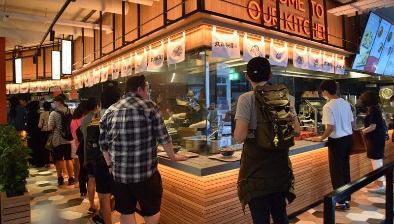 英国1号店として開店した丸亀製麺の店舗=ロンドン市内で2021年7月26日、横山三加子撮影