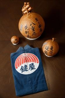 "A traditional ""happi"" coat and replicas of firework shells are seen at Sohke Hanabi Kagiya Co. in Tokyo's Edogawa Ward on Aug. 4, 2020. (Mainichi/Kota Yoshida)"