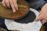 A burst charge of black powder for splitting the firework shell is placed inside the shell on top of the
