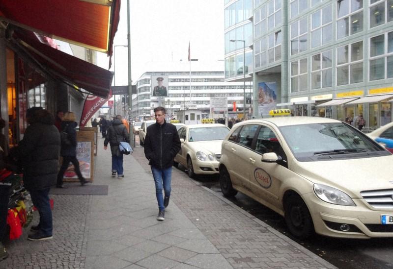 """""""Penumpang menghilang dari taksi"""" adalah cerita hantu yang juga dikenal di Jerman.  Pemuda yang menumpang sering """"menghilang"""" di Jerman = Difoto oleh Koichi Shinoda pada 21 Januari 2015 di Berlin"""
