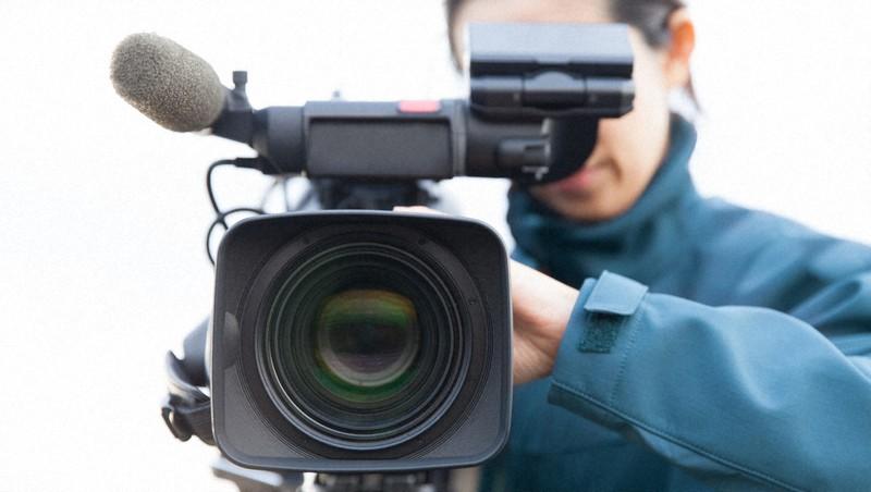 """Sekarang dikatakan bahwa era """"100 juta juru kamera sendok total"""" karena penyebaran smartphone, program berita dituntut untuk memiliki kemampuan profesional."""