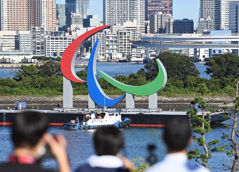 """Tanda simbol paralimpiade """"Tiga Agitos"""" tiba di laut Taman Odaiba Kaihin = 20 Agustus 2021 di Minato-ku, Tokyo (foto perwakilan)"""