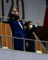 Japanese Emperor Naruhito, right, and International Paralympic Committee President Andrew Parsons are seen during the opening ceremony of the Summer Paralympic Games, at the Japan National Stadium in Tokyo's Shinjuku Ward on Aug. 24, 2021. (Mainichi/Tatsuya Fujii)