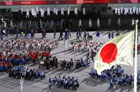 Athletes of various countries enter the venue during the opening ceremony of the Summer Paralympic Games, at the Japan National Stadium in Tokyo's Shinjuku Ward on Aug. 24, 2021. (Mainichi/Rei Kubo)