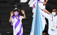 A performer with a propeller on her cap welcomes athletes during the opening ceremony of the Summer Paralympic Games, at the Japan National Stadium in Tokyo's Shinjuku Ward on Aug. 24, 2021. (Mainichi/Tatsuya Fujii)