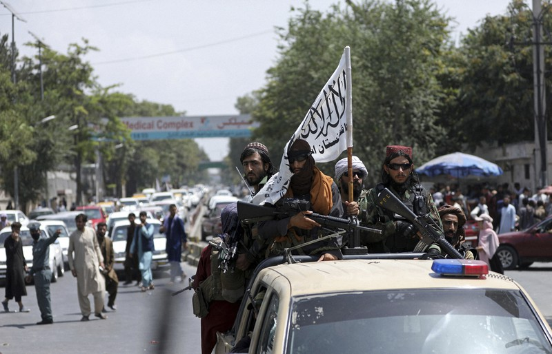 Pejuang Taliban berpatroli di Kabul, ibu kota Afghanistan = 19 Agustus 2021, AP