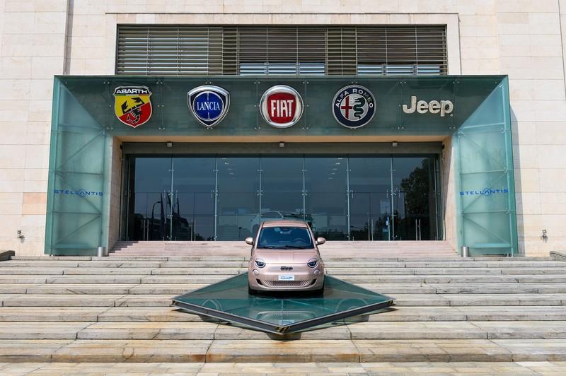 ステランティスは伊フィアットや、米ジープなど、14ブランドによる自動車連合体 (Bloomberg)