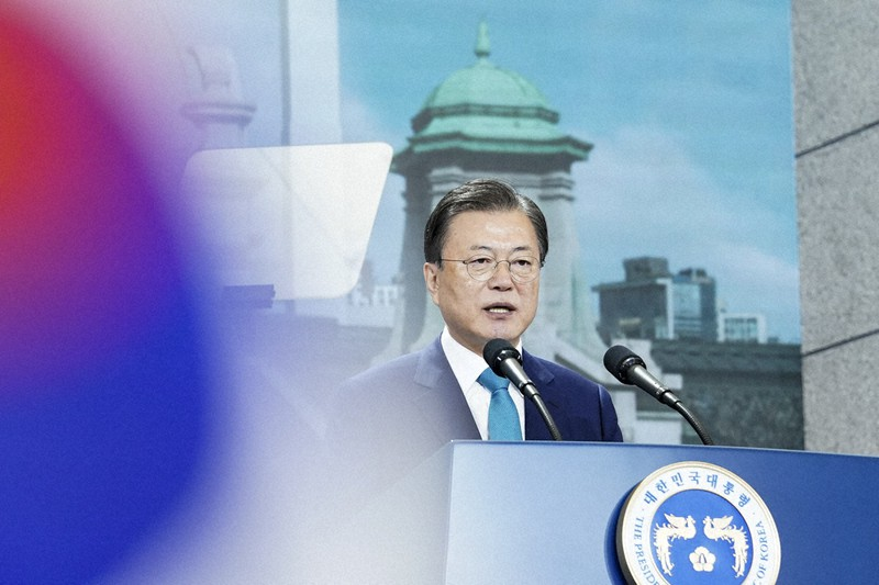 Presiden Korea Selatan Moon Jae-in memberikan pidato pada upacara Hari Pembebasan Nasional Korea = Disediakan oleh Blue House (Kantor Kepresidenan) pada 15 Agustus 2021 di Seoul