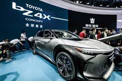 トヨタが発表したEV「bZ4X」(4月の上海モーターショー) (Bloomberg)