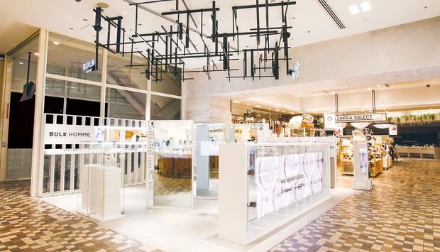 8月には旗艦店が新宿にオープンした バルクオム提供