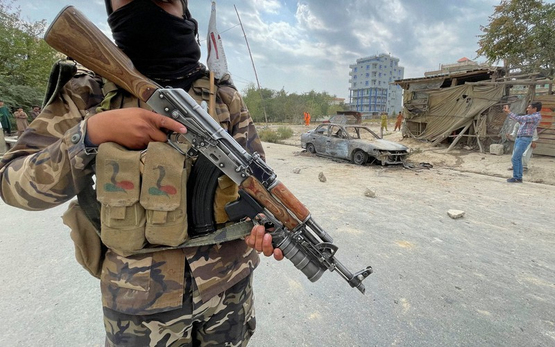 Pejuang Taliban waspada di Kabul, ibu kota Afghanistan = 30 Agustus 2021, Reuters