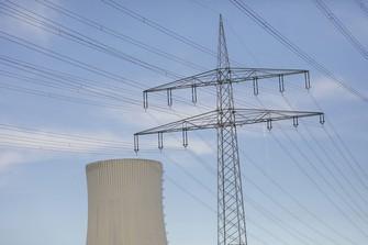 新興国では石炭火力に一定の需要がある中、商社の事業撤退・縮小のあり方も問われた (Bloomberg)