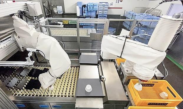 洗浄後に食器を仕分けるロボット テックマジック提供