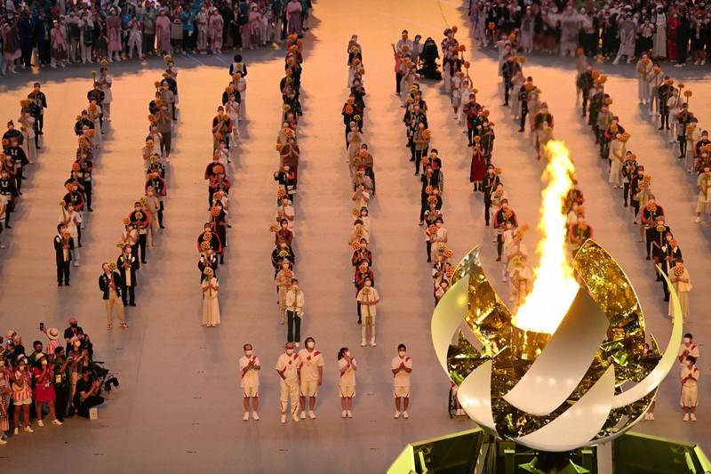 東京五輪の開会式で聖火がともった聖火台=2021年7月23日、徳野仁子撮影