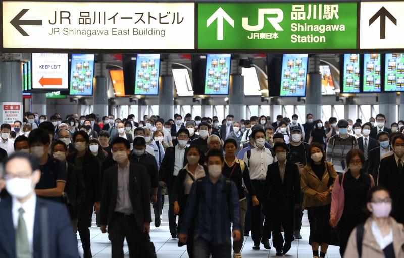 日本の賃金は安い…(緊急事態宣言が解除され通勤する人たち)=東京都港区で2020年5月26日、宮武祐希撮影