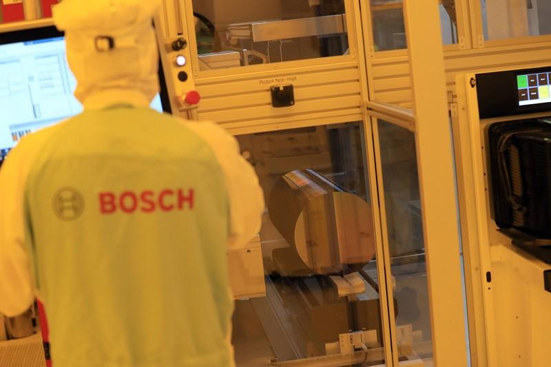 独自動車部品大手ボシュが独東部ドレスデンに新設した半導体工場=2021年5月 Bloomberg