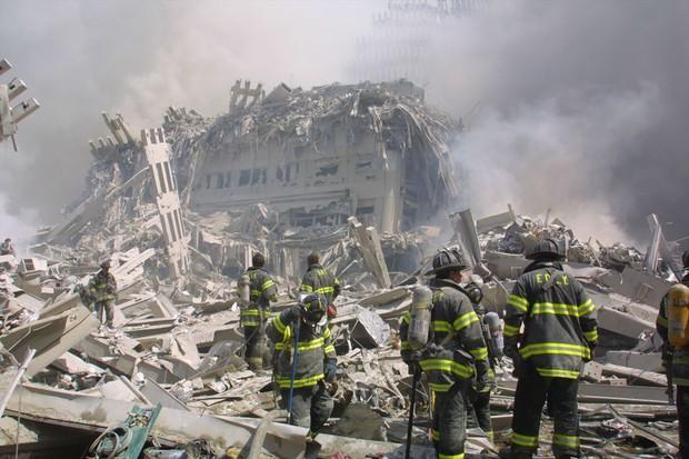 崩れ落ちた世界貿易センタービル Bloomberg