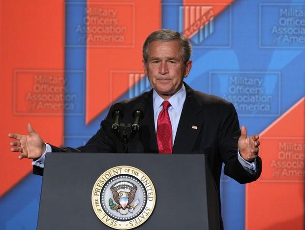 同時多発テロの5周年追悼集会で「テロリストを打ち負かすために一緒に立ち上がろう」と呼びかけるブッシュ元大統領 Bloomberg