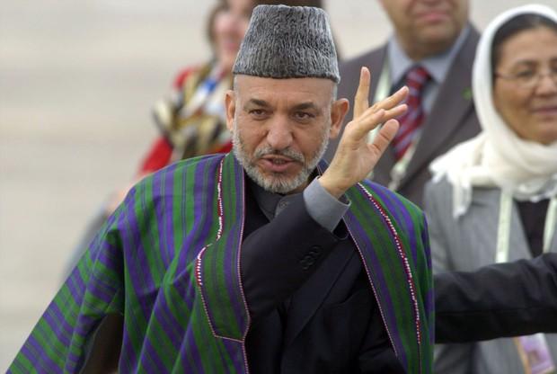 アフガニスタンのハミド・カルザイ元大統領 Bloomberg