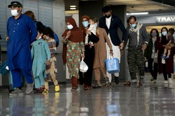 アフガニスタンからアメリカ国内に逃れてきた人々 Bloomberg