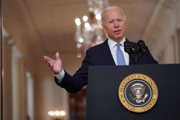 アフガニスタン戦争終結に向けて声明を発表するバイデン大統領 Bloomberg