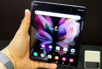Galaxy Z Fold3 5G。開くと7.6インチに