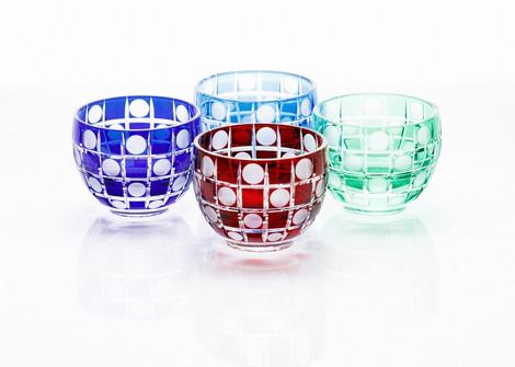 "Edo Kiriko cut glassware with ""tama-ichimatsu"" (""circular chequered"") patterns are seen at Edo Kiriko workshop Hanashyo in Tokyo's Koto Ward on March 11, 2020. (Mainichi/Kota Yoshida)"