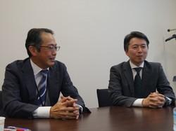 東京海上AMの中川喜久さん(左)と吉田琢さんは、日本株市場は「アクティブ運用の天国」と感じている