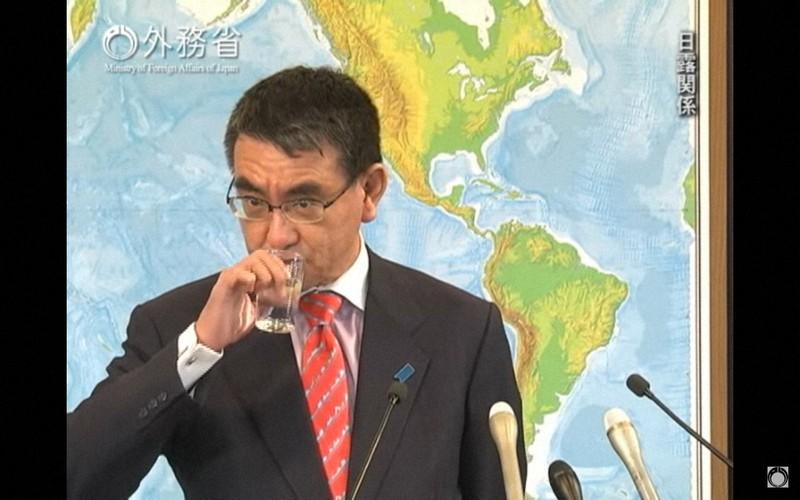 河野太郎氏は2018年12月、外相時代の会見で「次の質問どうぞ」と4回にわたり、記者の質問を無視した。後に自身のブログで釈明した=外務省の公式チャンネルより