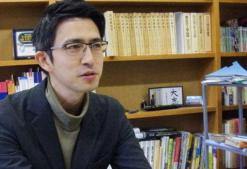 東京都立大教授の木村草太さん=東京都八王子市で2019年12月25日、江畑佳明撮影