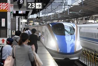 北陸新幹線=JR東京駅で2019年10月25日、竹内紀臣撮影
