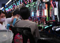 A coronavirus vaccine is administered at a parlor where pachinko and slot machines are lined up, in Osaka's Kita Ward on Sept. 14, 2021. Existing partitions and swivel chairs are used. (Mainichi/Naohiro Yamada)