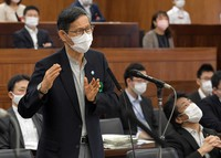 Shigeru Omi, chairman of a government subcommittee on the coronavirus response, speaks during a House of Councillors committee session in Tokyo on Sept. 16, 2021. (Mainichi/Kan Takeuchi)