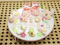This photo shows sugar art made to commemorate the birth of a child. (Mainichi)