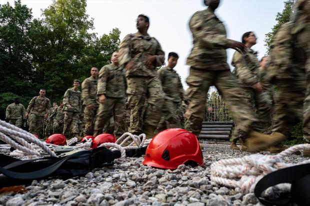アメリカ軍は兵士の質の問題も指摘されている Bloomberg