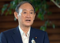 Prime Minister Yoshihide Suga is seen speaking to a group of reporters about his decision not to run in the Liberal Democratic Party's presidential election, on Sept. 3, 2021. (Mainichi/Kan Takeuchi)