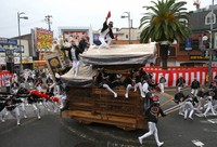 A float is pulled through the downtown area during the Kishiwada Danjiri Festival, held for the first time in two years, in Kishiwada, Osaka Prefecture, on Sept. 18, 2021. (Mainichi/Rei Kubo)=Click/tap photo for more images.