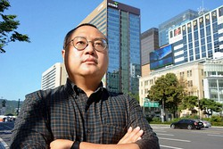 言論仲裁法改正に反対して断髪したKBS記者で労組委員長の許成権さん=ソウル市内で9月14日、坂口裕彦撮影