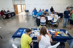 就職説明会に集まった求職者たち(2021年7月、米ケンタッキー州で) Bloomberg