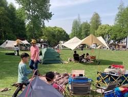 上海郊外の公園でキャンプを楽しむ人々 筆者撮影