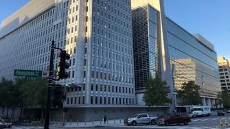 年次報告書で不正が起きた世界銀行の本部=米ワシントンで2021年9月20日、中井正裕撮影