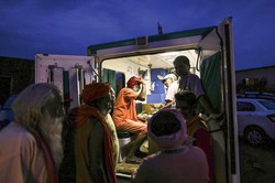 短期間で設置可能な貨物コンテナ製診療所の成否は(写真はイメージ)Bloomberg
